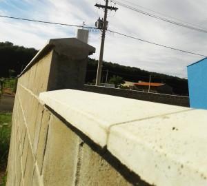 Outra opção de Pingadeiras de Concreto em muro de blocos de concreto.